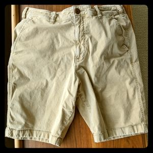Men's Hollister classic fit short tan size 33